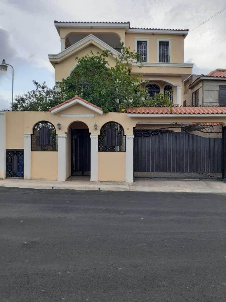 Casa en Venta Residencial Regina Santo Domingo Este Autopista San Isidro