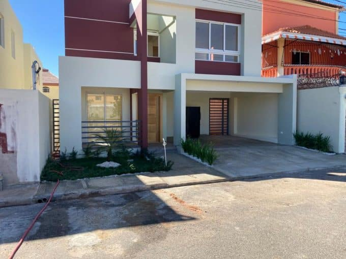 Casa en venta en Prado Oriental proximo a la Autopista San Isidro 1