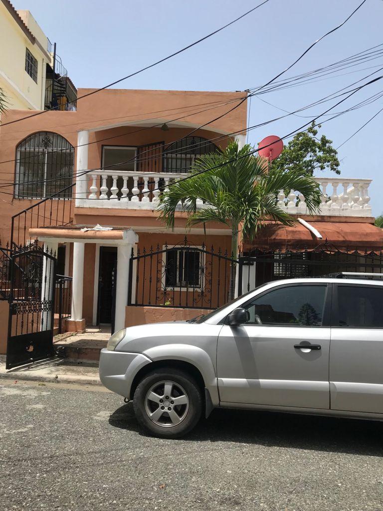 Casa cerca Autopista San Isidro Santo Domingo Este