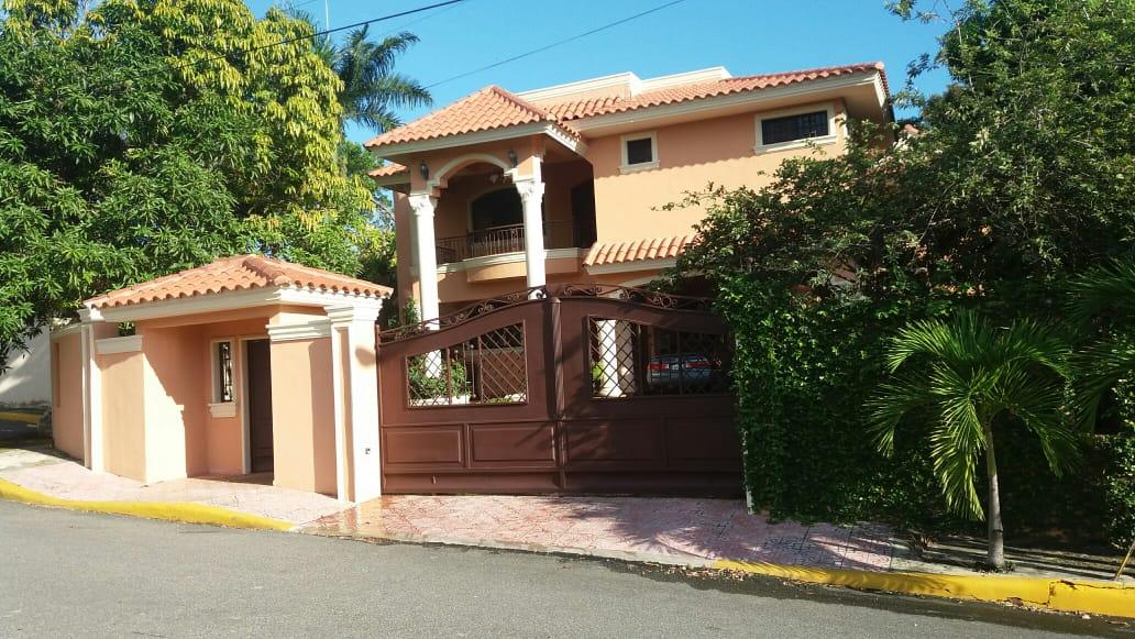 Alameda Oeste/Vendo Casa de 2 Niveles